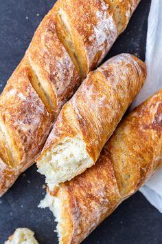 Pan Baguette Receta, Baguette Bread, Artisan Bread Recipes, Baking Recipes, French Bread Recipes, Crusty French Bread Recipe, Homemade French Bread, Recipes For Bread, Easy Homemade Bread Recipes