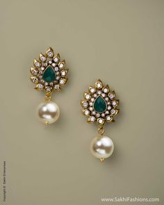 Polki earrings with green stone - storing jewelry, men's jewellery, costume jewelry rings *ad India Jewelry, Pearl Jewelry, Antique Jewelry, Gold Jewelry, Vintage Jewelry, Men's Jewellery, Jewelry Rings, The Bling Ring, Ruby Earrings