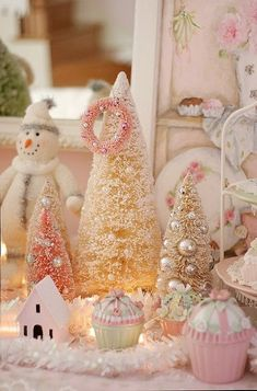 Top 35 Christmas Decorations UK People Will Love - Christmas Celebrations Shabby Chic Christmas, Rustic Christmas, Simple Christmas, Vintage Christmas, Christmas Diy, Christmas Christmas, Magical Christmas, Christmas Villages, Victorian Christmas