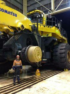 good machine the best Komatsu General Construction, Heavy Construction Equipment, Heavy Equipment, Caterpillar Equipment, Bucyrus Erie, Mechanic Humor, Armored Truck, Tonka Toys, Mining Equipment
