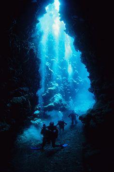 Plongeurs dans une grotte (Nouvelle Calédonie) by photos sous marines, via Flickr