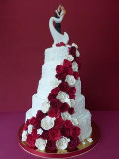 Marzipanrosen, Marzipanblumen, Hochzeitstorte, Hochzeitskuchen, Brautpaare, Hochzeitstorte rot weiß,rot, weiß, Rosen, Hochzeitstorte