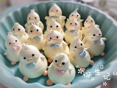 meringues by minnie – pastry types Meringue Desserts, Cute Desserts, Dessert Recipes, Easter Cookies, Easter Treats, Cake Cookies, Cupcake Cakes, Sugar Eggs For Easter, French Macaroons