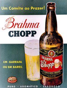 Em 1954, a empresa celebrou o seu quinquagésimo aniversário, tomando como base o ano de 1904, data em que a firma se tornou na Companhia Cervejaria Brahma, resultante da fusão entre a Cervejaria Brahma e a Cervejaria Teutônia. Beer Advertisement, Old Advertisements, Advertising, Coca Cola Vintage, Vintage Ads, Vintage Posters, Pepsi, B Food, Beer Poster