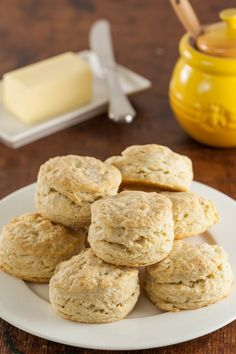 Sourdough Biscuits Recipe - Quick, Easy, and Buttery! Quick and easy buttery sourdough biscuits reci Sourdough Biscuits, Sourdough Recipes, Bread Recipes, Baking Recipes, Cookie Recipes, Dessert Recipes, Sourdough Rolls, Starter Recipes, Homemade Biscuits