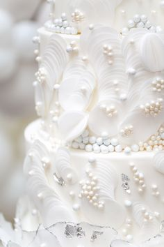 From Elizabeth's Cake Emporium are edible pearl clusters, wafer paper circles and silver leaf Wafer Paper Flowers, Wafer Paper Cake, Sugar Flowers, Cake Flowers, Wedding Cake Pearls, Luxury Wedding Cake, Edible Pearls, Pearl Cake, Amazing Wedding Cakes