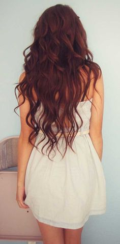 Auburn hair color is a variation of red hair, most often described as a reddish-brown in color. Auburn hair in shades ranging from medium to dark. My Hairstyle, Pretty Hairstyles, Layered Hairstyles, Hairstyle Ideas, Girl Hairstyles, Blowout Hairstyles, Updo Hairstyle, Weave Hairstyles, Wedding Hairstyles