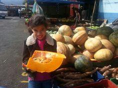 My daughter Lu with me at the market. We bought a bunch of fresh vegetables and fruits. What an urban adventure!// Mi hija Lu y yo fuimos al mercado Mayoreo y compramos frutas y vegetales frescos. Toda una aventura urbana!  #SanJoseUrbanAdventures #UrbanAdventures #CostaRica #ecoCostaRica