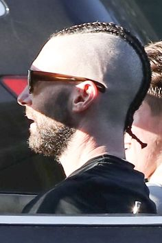 Hello, Adam Levine's new hair. Adam Levine Shaved His Head And Got Cornrows And It's Just A Lot To Process Adam Levine Haircut, Shaved Head, Smile Because, Maroon 5, Cornrows, Attractive Men, New Hair, Shaving, Hair Cuts
