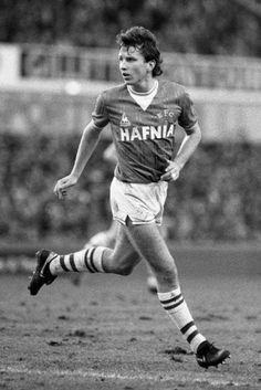 Legendary Everton winger Trevor Steven is 49 today 21 Sept 2012. Happy Birthday, Trevor!