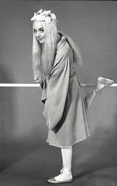 Carolyn Jones as Ophelia