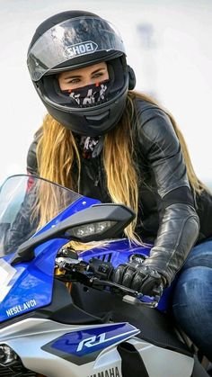 Post with views. Lady Biker, Biker Girl, Chicks On Bikes, Motorbike Girl, Motorcycle Gear, Classic Motorcycle, Motorcycle Girls, Bike Photography, Biker Leather