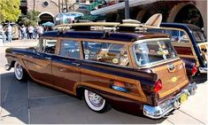 Reminds me of our family station wagon (no surfboard though)