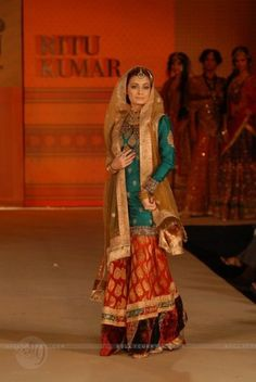 Dia Mirza walk the ramp for Ritu Kumar fashion show at Taj land's End, Bandra in Mumbai