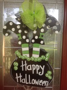Idea for decorating doors or board : witches shoes cauldron happy Halloween Halloween Yard Art, Halloween Wood Crafts, Halloween Door Hangers, Halloween Wreaths, Halloween Signs, Diy Halloween Decorations, Halloween Cards, Holidays Halloween, Happy Halloween