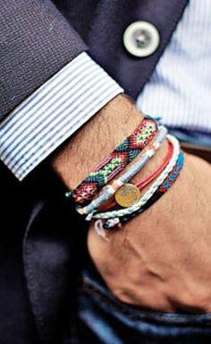 Les bracelets pour hommes sont tellement tendances et sexy !
