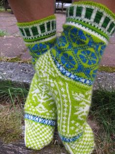 Ravelry: MariannAn's - Hugin and Munin The thing with all these great sock patterns is that it's really the great yarn that does the trick. Fair Isle Knitting, Knitting Socks, Hand Knitting, Wool Socks, My Socks, Knitting Designs, Knitting Projects, Crochet Slippers, Knit Crochet