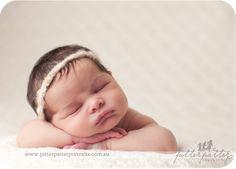 Love this newborn headband for photography!