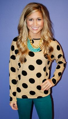 Polka dots and colored pants. LOVE this outfit!