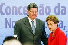 O ministro Joaquim Levy com a presidente Dilma Rousseff em evento no Planalto. Joaquim Levy, foi hospitalizado com embolia pulmonar, nesta sexta-feira, 26/06/2015. Provavelmente ele não seguirá na comitiva para os EUA.