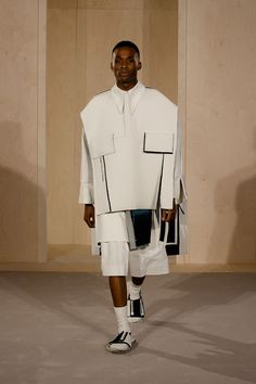 Congratulations Ximon Lee who won the HM Fashion Award 2015 HM DESIGN AWARD winner Ximon Lee, is the first male designer with a . Minimal Fashion, High Fashion, Fashion Show, Fashion Outfits, Womens Fashion, Fashion Trends, Korean Fashion, Catwalk Design, Rare Clothing