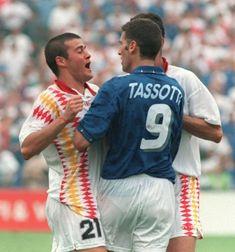 Copa de 1994 - Sangrando, Luis Enrique discute com Tassotti após lance polêmico da partida entre Espanha e Itália