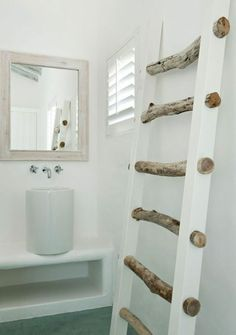 """I like this """"ladder"""". Instead of white, stain, and hold blankets and such. I cou… I like this """"ladder"""". Wooden Slats, Wooden Diy, White Stain, Garage Organization, Towel Holder, Bathroom Cabinets, Modern Interior, Toilet Paper, Plus Belle"""