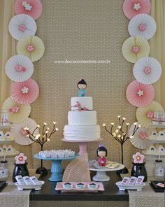 Festa Kokeshi by Decore & Comemore // Mesa decorada no tema boneca japonesa. Papelaria temática à venda na loja e peças decorativas e móveis para locação. Japanese Theme Parties, Japanese Party, Baby Birthday, Birthday Party Themes, Birthday Cake, Asian Party Decorations, Cherry Blossom Party, Japanese Birthday, Chinese Party