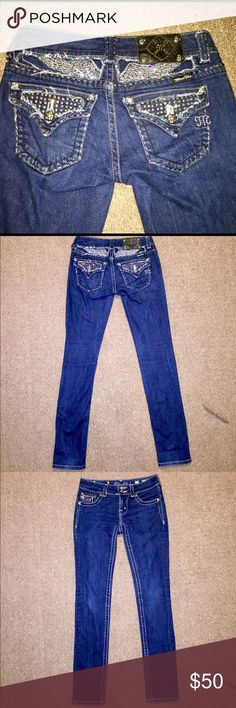 Miss Me Blingy Skinny Jeans Gorgeous Miss Me Blingy Dark Wash Women's Skinny Jeans with rhinestones on the back pockets and on the front of the jeans. Has angel wings on the back. In size 27. In super excellent condition 😍 Miss Me Jeans Skinny