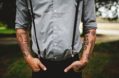 I'm crazy about men with tattoos! It looks incredibly sexy, and if your groom has tattoos, let him rock them! Every tattoo has a meaning. Groom Attire, Groom And Groomsmen, Groomsman Attire, Loft Wedding, Dream Wedding, Wedding Rustic, Farm Wedding, Wedding Reception, Chambray