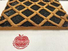 Il #dolce #classico per antonomasia è senza dubbio la crostata di #confettura! La #crostata infatti è un dolce gustoso di pasta frolla e confettura che vi proponiamo nei gusti di #visciole, #fragole, #pesca, #ciliegia, #more, #albicocca, #pistacchio, frutti di bosco e crema di #nocciole.