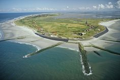 Wangerooge ist eine kleine ostfriesische Insel. Aber für viele Gäste ist sie das Größte überhaupt. Im Sommer ist am Strand jeden Tag Hochbetrieb.