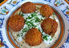 How to make crispy, delicious Middle Eastern Falafel the traditional way with chickpeas and spices. Includes step-by-step photos, how to video and recipes. Falafels, Falafel Pita, Cilantro, Great Recipes, Vegan Recipes, Favorite Recipes, Dinner Recipes, Yogurt, How To Make Falafel