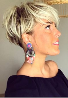 26 Pixie Hairstyles Don't Care About Your Hair Short Pixie Haircuts for Thick Hair - Get Your Inspiration for 2019 - Short Pixie Latest Pixie Cuts for Round Face You'll Love for Summer 2019 - Short Pixie CutsBest Short Haircuts trends and Pixie Haircut For Thick Hair, Short Hairstyles For Thick Hair, Short Pixie Haircuts, Curly Hair Cuts, Curly Hair Styles, Bob Haircuts, Blonde Short Hair Pixie, Elegant Hairstyles, Cuts For Thinning Hair