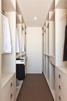 Walk-in wardrobe practical spacing Bedroom Closet Design, Master Bedroom Closet, Closet Designs, Walk In Wardrobe, Walk In Closet, Small Walking Closet, Wardrobe Organisation, Wardrobe Storage, Interior Paint Colors For Living Room