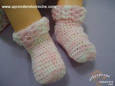 Meia para Bebê em Croche Soft - Aprendendo Crochê - YouTube Crochet Baby Socks, Crochet Slippers, Crochet For Kids, Free Crochet, Knit Crochet, Crochet Stitches, Crochet Patterns, Baby Boots, Crochet Videos