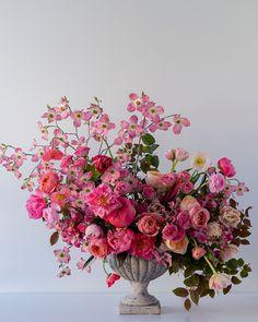 Comment faire un arrangement floral rose - Floral decor - Decor Arrangement Floral Rose, Spring Flower Arrangements, Floral Centerpieces, Floral Arrangements, Wedding Centerpieces, Creative Flower Arrangements, Floral Decorations, Flowers Decoration, Beautiful Flower Arrangements