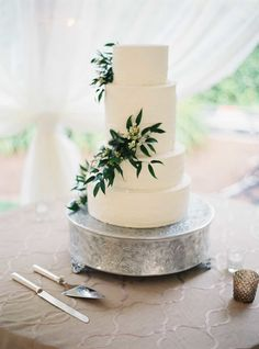 love the different sizes of each cake tier | Photography: Julie Cate Photography