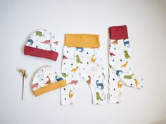 Dino Baby Leggings | Harem pants for baby | Dinosaur baby gift | Organic cotton baby joggers | Dinosaur and leafs printed baby stretch pants Kids Slippers, Muslin Blankets, Baby Dinosaurs, Baby Lovey, Baby Jogger, Baby Leggings, Soft Dolls, Baby Room Decor, Baby Prints