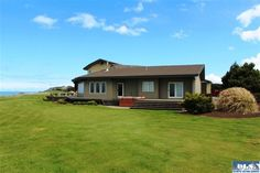 202 Lands End Ln, Sequim, WA 98382