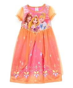 Make every evening an enchanted one with this Disney princess fantasy nightgown. Little darlings will shimmer in shiny and comfortable fabric as they dream of kingdoms and magic.