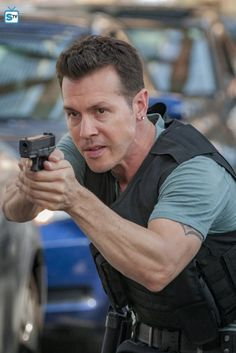 Photos - Chicago PD - Season 5 - Promotional Episode Photos - Episode - The Thing About Heroes - Chicago Police, Nbc Chicago Pd, Chicago Shows, Chicago Med, Chicago City, Taylor Kinney Chicago Fire, Jason Beghe, Good Looking Actors, Crime