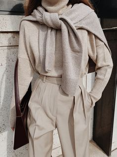 Wrapped in Cashmere - Business Outfits for Work Outfits Casual, Classy Outfits, Winter Outfits, Beige Outfit, Looks Style, Looks Cool, Look Fashion, Fashion Outfits, Womens Fashion