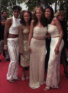 """The Many Matching Ensembles of Destiny's Child: February, 2000: The Grammy Awards, DC-4 2.0 Thank you, Getty, for identifying the woman between Kelly and Beyonce as """"Farrah Franklin."""""""