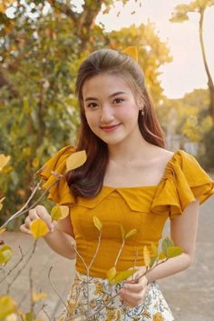 Traditional Fashion, Traditional Dresses, Girls Fashion Clothes, Fashion Outfits, Myanmar Dress Design, Myanmar Traditional Dress, Kurta Neck Design, Kurta Designs Women, Blouse Models
