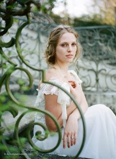 Photography: Koby & Elizabeth Brown, KobyBrown.com | Swan House in Atlanta, GA | Historic Venue Wedding | Vintage Lace Wedding Gown: Gossamer | Model: Nicole Gatlin | Romantic Bridal Portrait