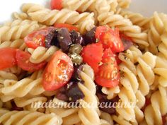 """Pasta """"alla crudaiola"""" with tomatoes, olives and capers, is good hot but also cold"""