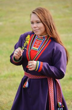 Life is about using the whole box of crayons. Folk Costume, Costumes, Lappland, Cultural Appropriation, Folk Clothing, People Of The World, Bucky, Crayons, Traditional Outfits