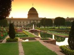 Viceroy's Palace Garden, India - TRAVEL INTO WORLD: Most Beautiful and Famous Gardens in the World
