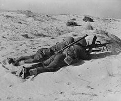 New Zealand troops in the western desert, North Africa, take aim with a light BREN machine gun, 1942.